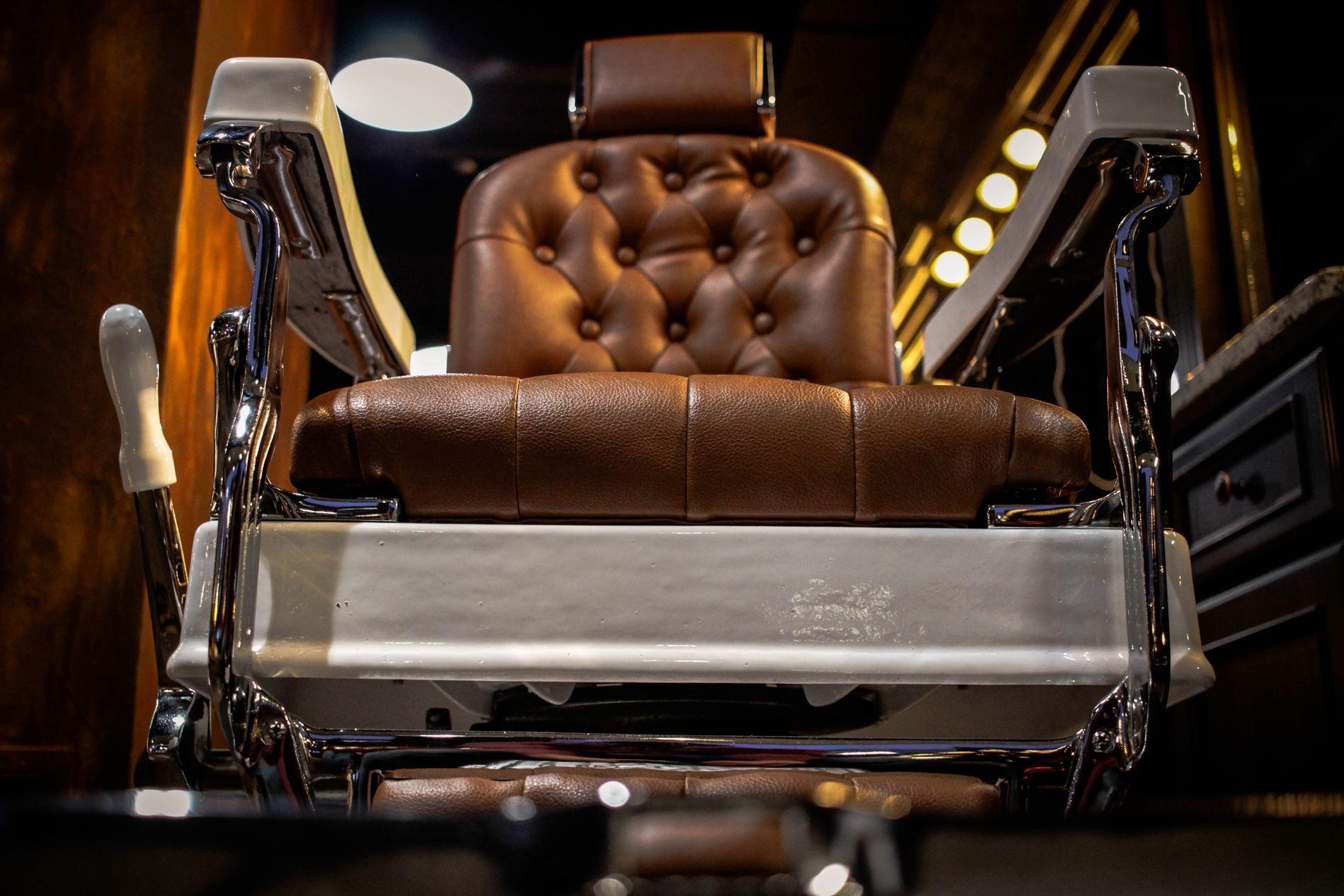 möblum-La_barbería_y_tu_estilo-barbería-estilo-sillones_de_piel-sillas-muebles-mármol(1)