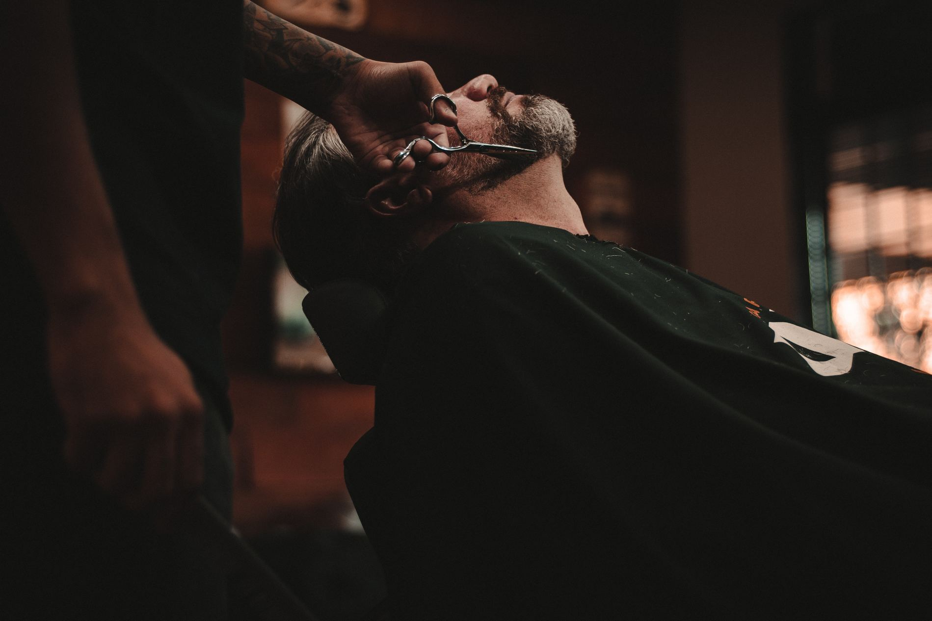 möblum-La_barbería_y_tu_estilo-barbería-estilo-sillones_de_piel-sillas-muebles-mármol(2)