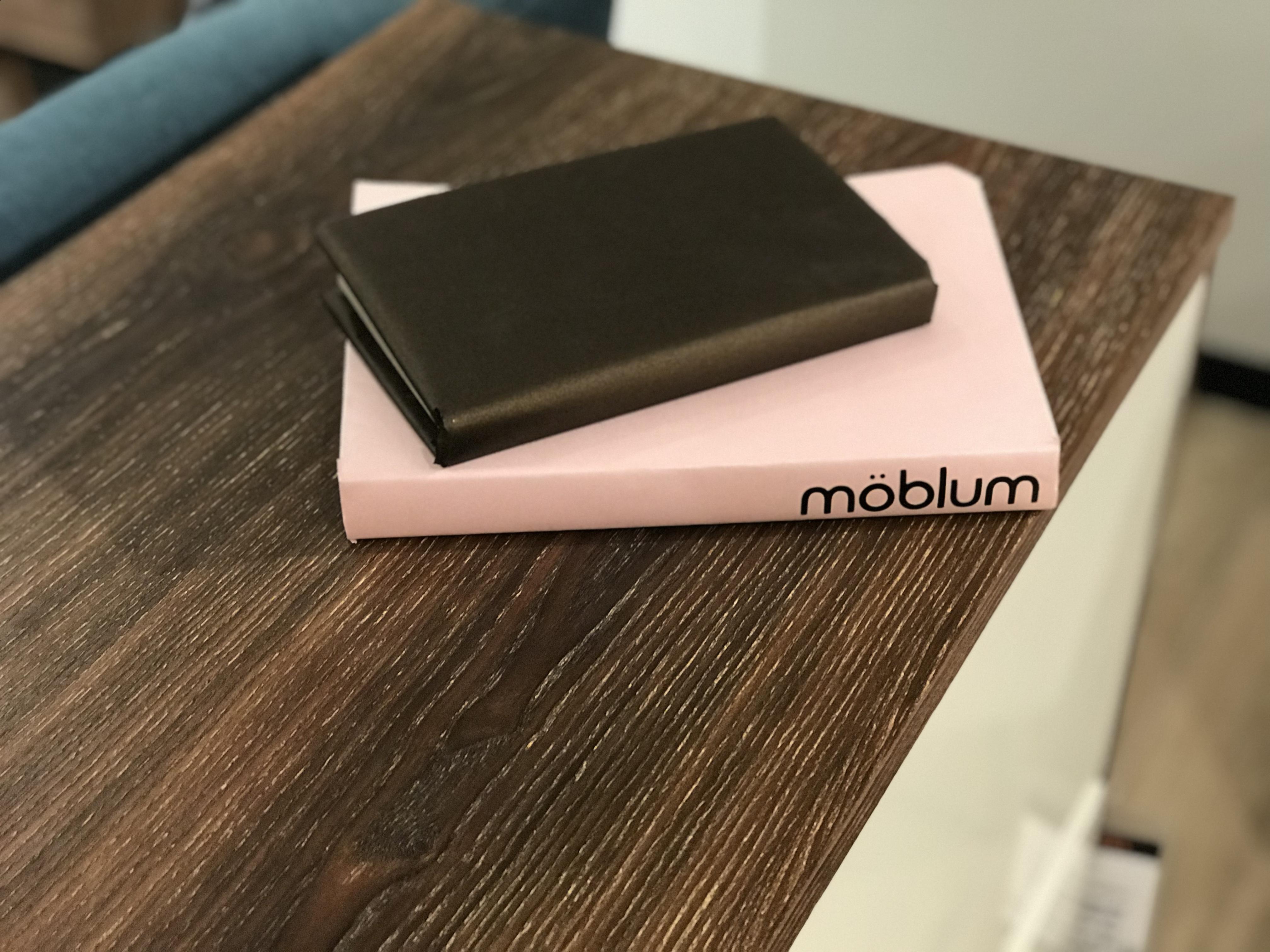 encuentra muebles y accesorios de diseño en mobum