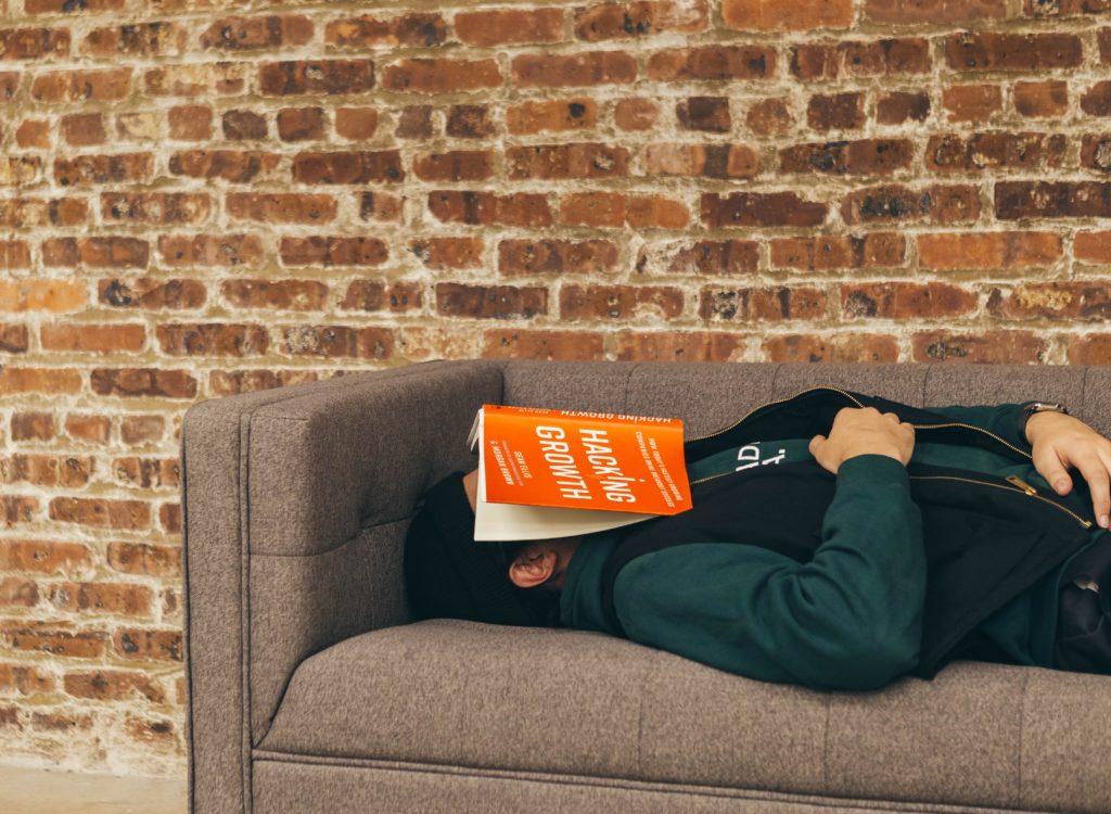 Sofá cama, ventajas y desventajas frente a una cama